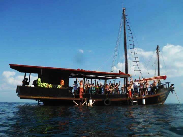 Krabi Sunset cruise - Group at Pla Luang