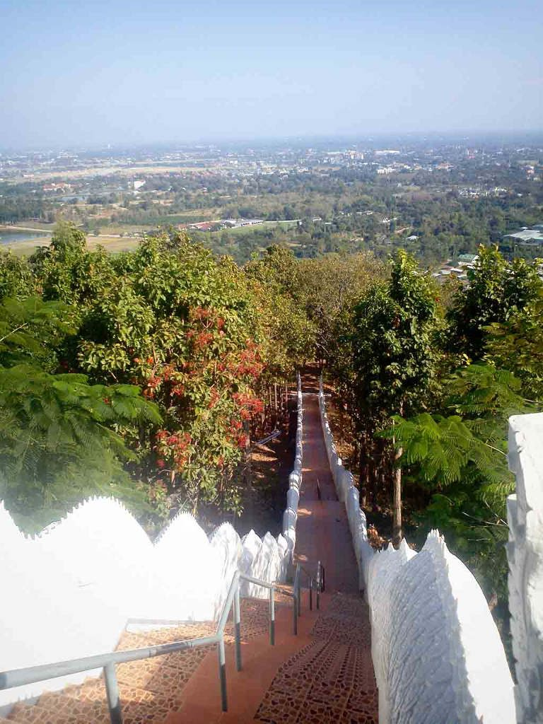 Chiang Mai, Wat Doi Kham - stairs