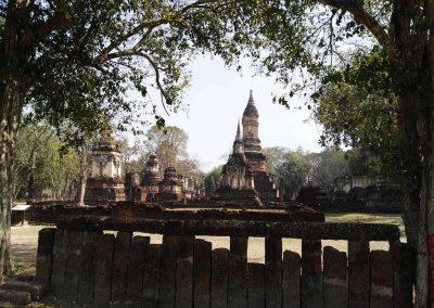 Si Satchanalai, historical park - wat suan kaeo uttayan yai walls