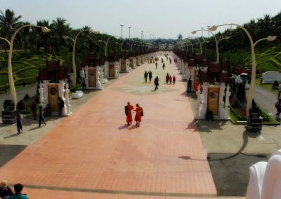 chiang mai, royal flora ratchaphruek - way to the temple