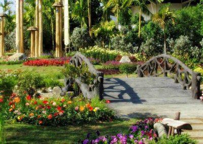 chiang mai, royal flora ratchaphruek - wooden bridge